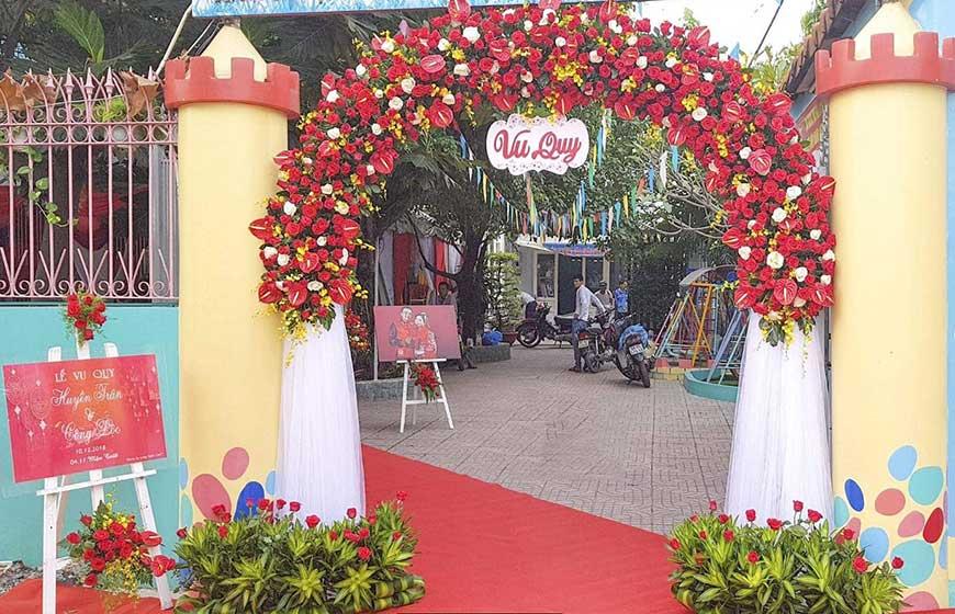 cổng cưới hoa giấy