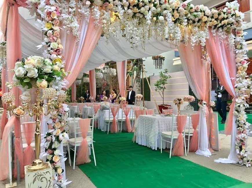 cổng cưới vải lụa và hoa