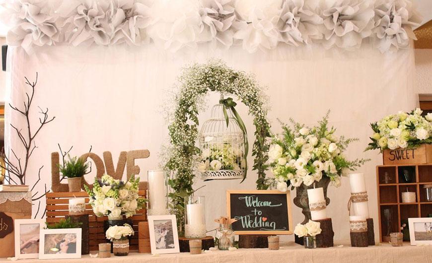 trang trí bàn lễ tân tiệc cưới đẹp