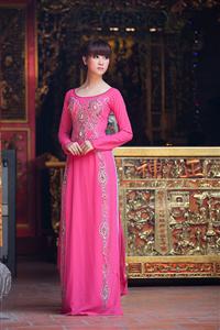 Lựa chọn những chiếc áo dài đẹp cho cô dâu