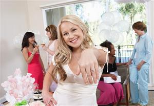 Gợi ý tổ chức tiệc đính hôn đơn giản
