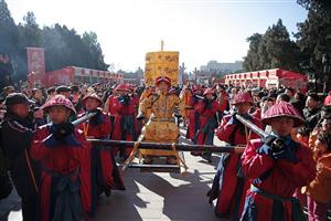 Cùng điểm lại những hoạt động mang màu sắc đỏ rực chào đón năm mới ở Châu Á
