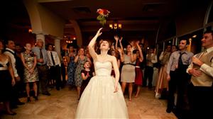 Cô gái 37 tuổi 46 lần bắt được hoa cưới mà vẫn độc thân