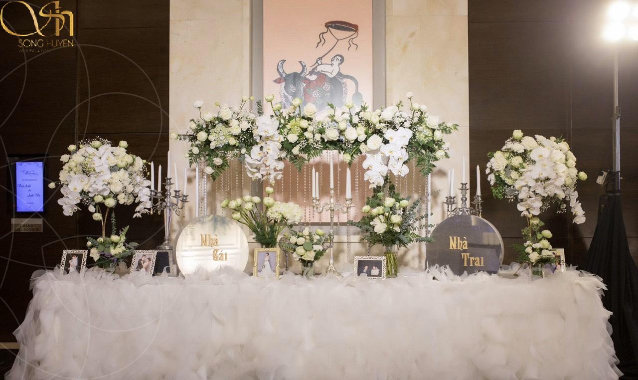 Tại sao nhiều cặp đôi trẻ đặt bàn Gallery cho đám cưới?