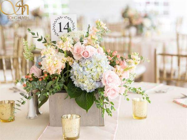 Top 3 mẫu trang trí hoa bàn tiệc cưới thịnh hành hiện nay.