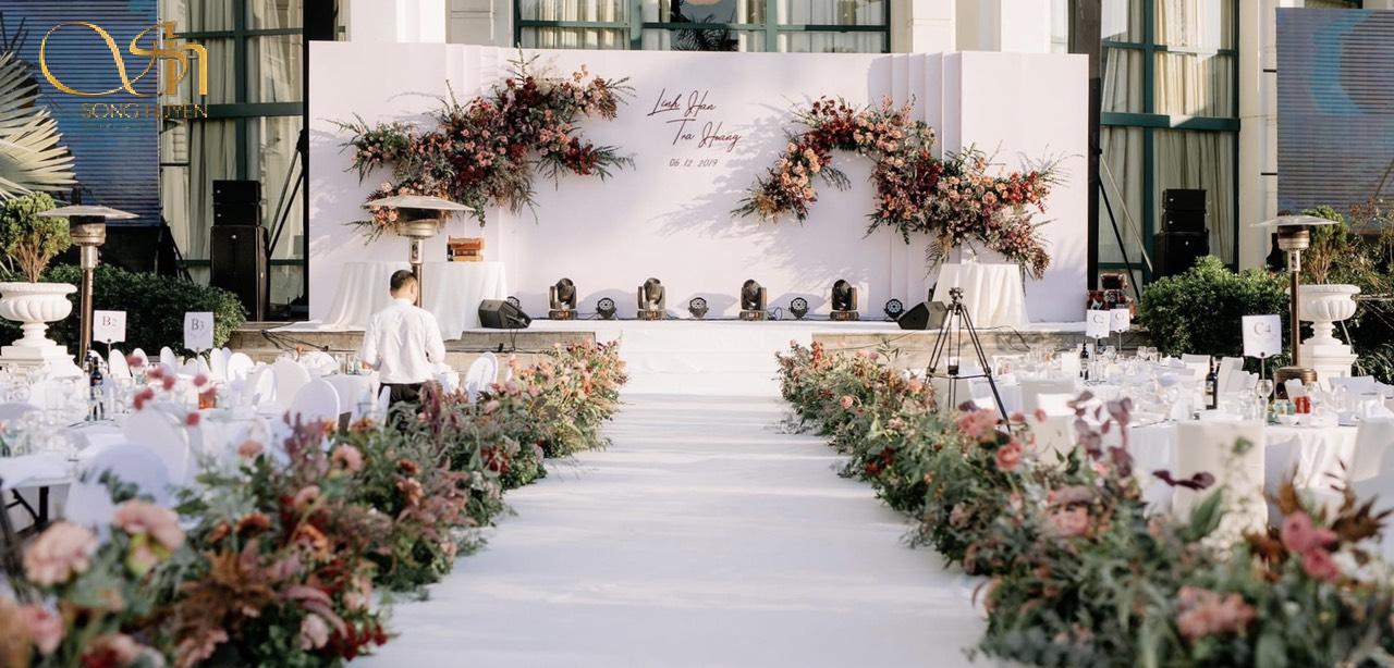 Top 10 mẫu cổng hoa đám cưới ấn tượng, ai nhìn cũng mê